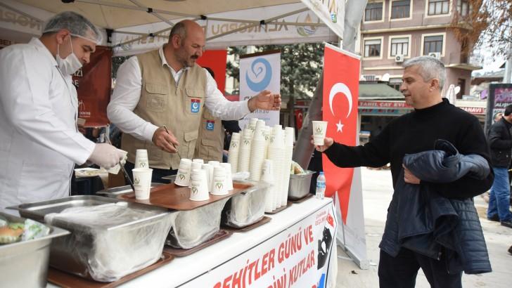 Altınordu Belediyesi Hoşaf ve Ekmek Dağıtarak O Günü Yaşattı