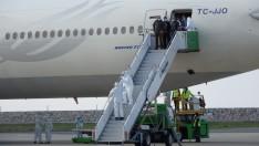 Kuveyt'teki Türk işçiler Türkiye'ye Getirildi