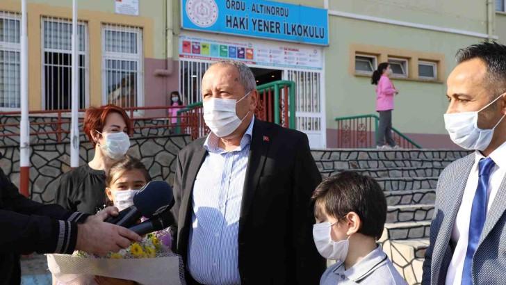 Başkan Hilmi Güler'den Öğrencilere Jest