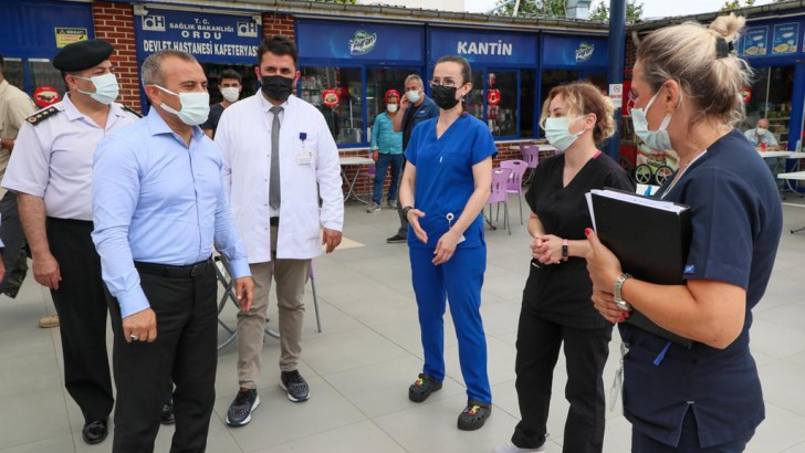 Vali Sonel, Bayramda çalışan kamu görevlilerine ziyarette bulundu.