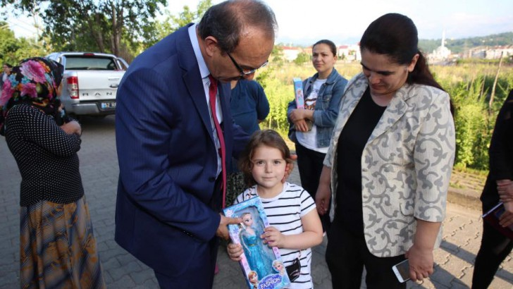 Vali Yavuz, Aileleri ve Çocukları Mutlu Ediyor