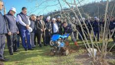 Vali Yavuz, örnek fındık bahçesini inceledi