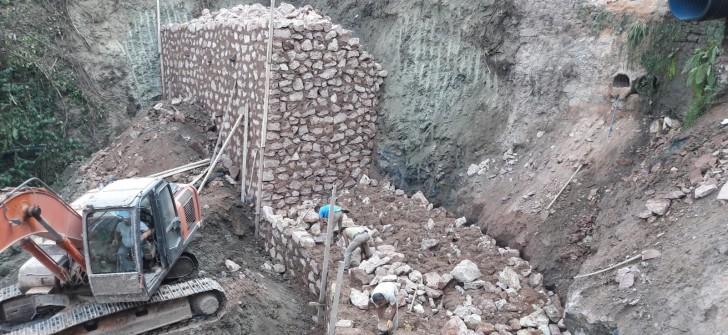 Ordu Büyükşehir, taş duvarlarla yolları koruyor