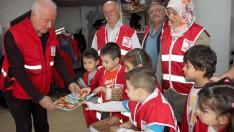Ünye'de anaokulu öğrencilerinden Türk Kızılay'a destek