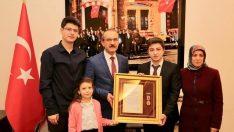 Vali Yavuz, Şehit Ailesine Devlet Övünç Madalyası ve Beratı'nı Tevcih Etti
