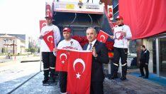 Altınordu Belediyesi Sevgililer Günü'nde karanfil ve bayrak dağıtıldı