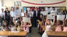 Vali Yavuz, Öğrencilerin Karne Sevincine Ortak Oldu