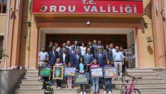 Vali Yavuz, Dereceye Giren Öğrencilere Ödüllerini Verdi