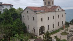 Tarihi kilisenin duvarları sprey boya ile tahrip edildi