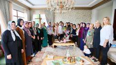Bayan Yavuz, Muhtar Eşlerini Vali Konağı'nda Misafir Etti