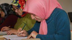 Okuma yazma seferberliği kadınların yüzünü güldürüyor