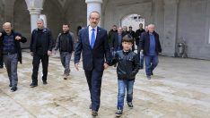 Vali Yavuz,  Çocuğun 'Cuma Namazı' İsteğini Kırmadı