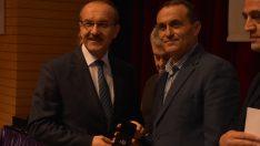 Türk Kızılayından kan bağışçılarına madalya