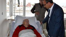 Vali Yavuz, gazeteci Engin'i ziyaret etti