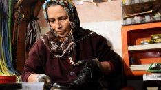 """Ayakkabı tamircisi kadın """"aile mesleği""""ne sahip çıkıyor"""