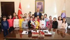 Vali Yavuz, Sosyal Projeler Geliştiriyor