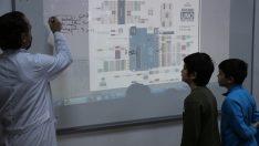 """Öğrencilere gençlik merkezinde """"Kodlama ve Robotik"""" eğitimi"""