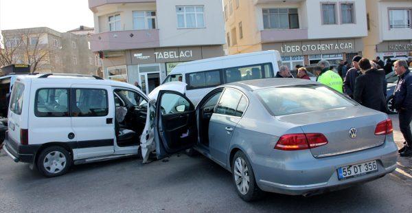 Ordu'da otomobil ile hafif ticari araç çarpıştı: 5 yaralı