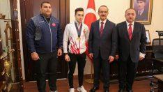 Şampiyon sporcu altınla ödüllendirildi