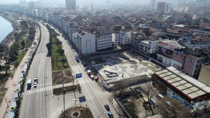 """FATSA CUMHURİYET MEYDANI PROJESİ""""NDE ZEMİN BETONU DÖKÜLDÜ"""