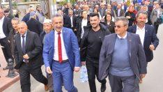 İKİZCE'DE ADIGÜZEL'E YOĞUN VE SICAK İLGİ