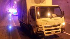 Arızalanan aracını iterken kamyon çarptı