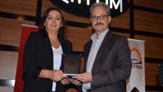 Fatsa'da istihdama katkı veren firmalara plaket