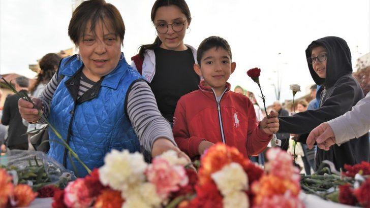 ALTINORDU BELEDİYESİ'NDEN ÇOCUKLARA 'ANNELER GÜNÜ' ÇİÇEĞİ
