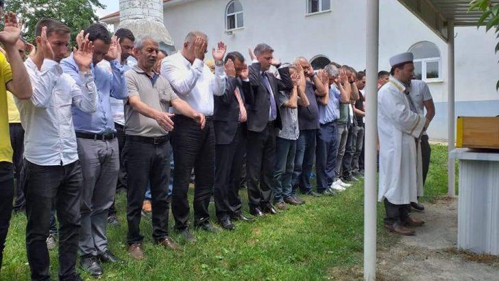 Gazeteci Şafak Deliçakar'ın annesi dualarla son yolculuğuna uğurlandı