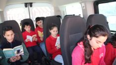 Okul servisinde kitap okuma alışkanlığı kazandırılıyor