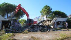 Altınordu Belediyesi Şehirdeki Metruk Binaları Yıkıyor.