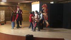 Kumru'da Minikler Hacivat ve Karagöz İle Eğlendi