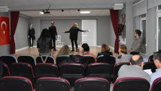 Ordu'da Öğretmenler tiyatro sahnesinde stres atıyor