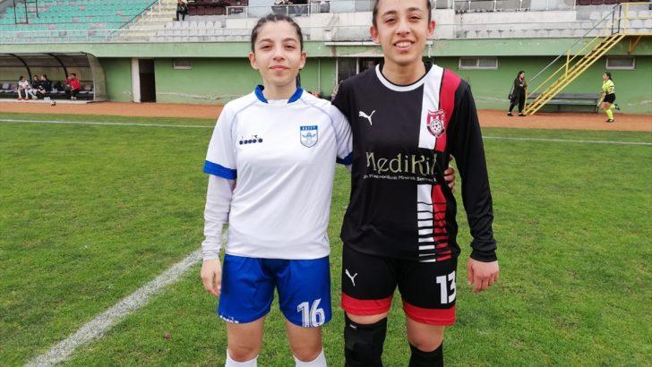 Ordu'da futbolcu ikiz kız kardeşler birbirlerine rakip oldu