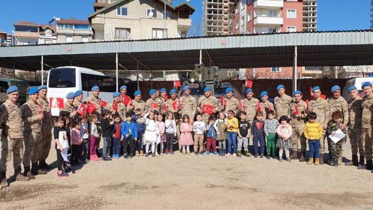 Ordu'da Öğrencilerden Asker Amcalara Moral Ziyareti