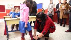 Vali eşi Selda Yavuz, Minik Öğrenciler Sevindirildi