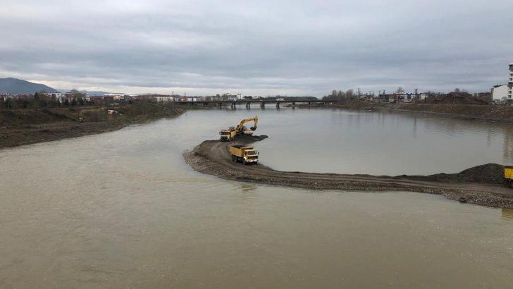 Ordu Büyükşehir Melet Irmağını Temizliyor