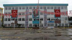 Ordu'da çocukların evdeki kutlamaları okullarının duvarına asıldı