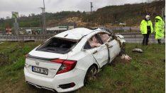Ordu'da otomobil bariyerlere çarptı: 1 ölü, 1 yaralı